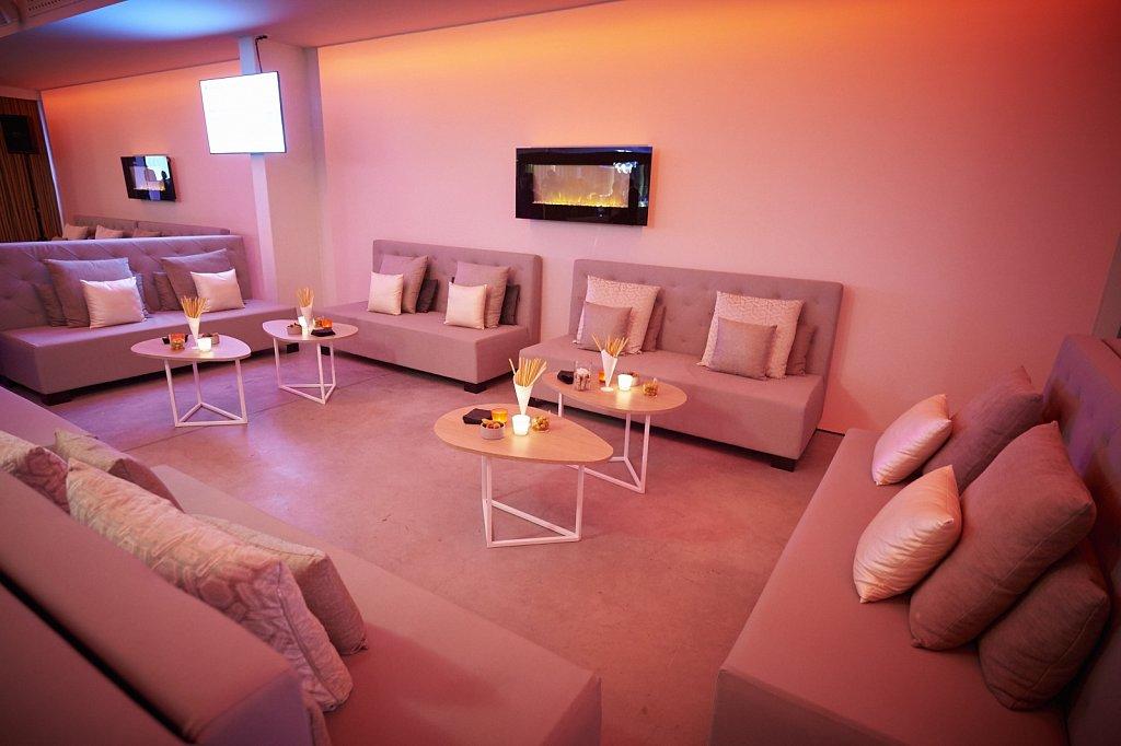 P12 Lounge Club